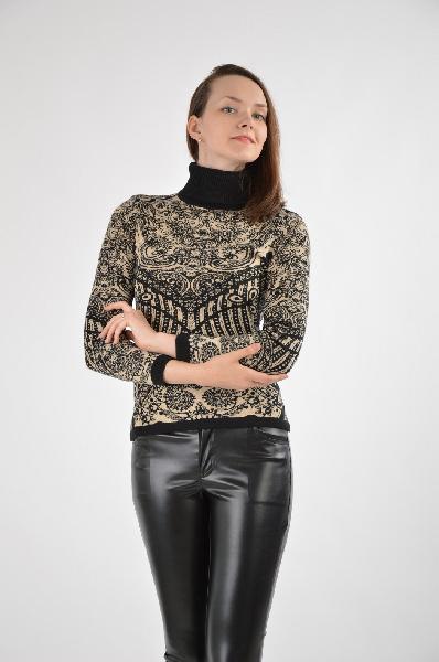 SELA ДжемперЖенская одежда<br>Яркий и демонстрирующий джемпер с высоким горлом. Стильное изделие с люрексовой нитью – тренд сезона осень-зима. Актуальная модель в интересном исполнение.<br><br>Материал: 50%Хлопок, 40% acrylic, 10% lurex<br>Страна: Россия<br><br>Материал: Хлопок<br>Сезон: МУЛЬТИ<br>Коллекция: Осень-зима<br>Пол: Женский<br>Возраст: Взрослый<br>Цвет: Черный<br>Размер INT: XS