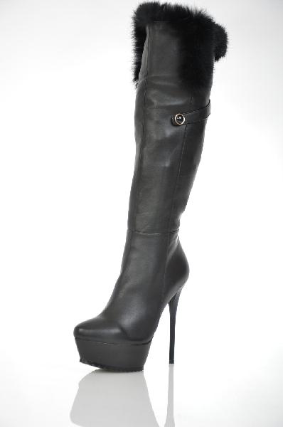 Сапоги RosaRotЖенская обувь<br>Философия бренда RosaRot заключается в том, чтобы с помощью каждой коллекции гламурной женской обуви из сезон в сезон сделать женщин счастливыми и дать им чувство, позволяющее ощутить себя звездой! Все коллекции обуви от RosaRot выполнены только из высококачественных материалов, наделены европейским шиком и украшены экстравагантными деталями. Некоторые модели обуви производятся в небольших количествах и гарантируют их владелице уникальность и неповторимость стиля!<br> <br> Цвет: чёрный<br> Состав: материал верха: кожа козы, мех кролика; материал подкладки и стельки: кожа, текстиль<br> Особенности: высота каблука: 14 см., высота платформы: 4 см<br> Страна: Италия<br><br>Высота каблука: 14 см<br>Высота платформы: 4 см<br>Материал: Натуральная кожа<br>Сезон: ЗИМА<br>Коллекция: Осень-зима<br>Пол: Женский<br>Возраст: Взрослый<br>Цвет: Черный<br>Размер RU: 38
