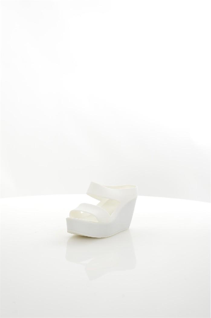 Сабо MixfeelЖенская обувь<br>Сабо Mixfeel полностью выполнены из матового полимера, текстильная стелька. Детали: скрытая танкетка.<br> <br> Материал верха полимер<br> Внутренний материал без подкладки<br> Материал стельки текстиль<br> Материал подошвы полимер<br> Высота каблука 8 см<br> Высота пла...<br><br>Высота каблука: 8 см<br>Высота платформы: 3 см<br>Материал: Полимер<br>Сезон: ЛЕТО<br>Коллекция: (Справочник &quot;Номенклатура&quot; (Общие)): Весна-лето<br>Пол: Женский<br>Возраст: Взрослый<br>Цвет: Белый<br>Размер RU: 38