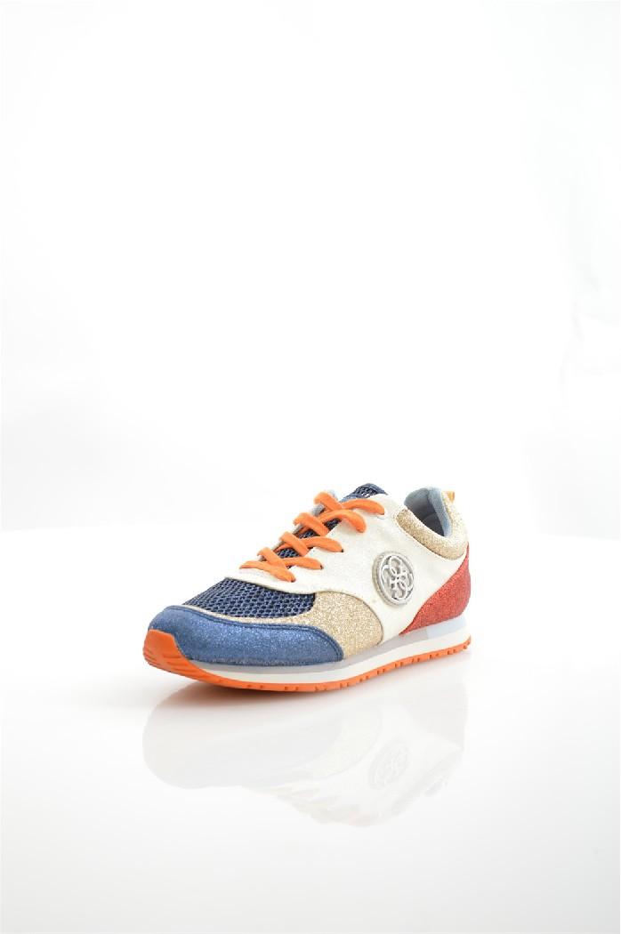 Кроссовки GUESSЖенская обувь<br>Цвет: белый, синий, бежевый, красный<br> Состав: поливинил 100%<br> <br> Вид застежки: Шнуровка<br> Материал подкладки обуви: натуральная кожа; Текстиль<br> Высота подошвы: 1.5 см<br> Материал подошвы: резина; искусственный материал<br> Материал стельки: текстиль<br> Тип подошвы: рифленая<br> Сезон: лето<br> <br> Страна: Соединенные Штаты<br><br>Высота платформы: 1.5 см<br>Материал: Поливинилхлорид<br>Сезон: ВЕСНА/ОСЕНЬ<br>Коллекция: Весна-лето<br>Пол: Мужской<br>Возраст: Взрослый<br>Цвет: Разноцветный<br>Размер RU: 38