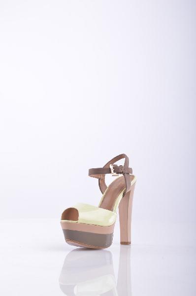 Босоножки, KliminiЖенская обувь<br>Эффектные босоножки из лакированной кожи светло-желтого ванильного цвета позволяют чувствовать себя на высоте. Высота каблука компенсируется устойчивой двухцветной платформой. Мягкая кожаная стелька и подкладка обеспечит комфорт при носке. Материал верх...<br><br>Высота каблука: 13 см<br>Высота платформы: 5 см<br>Материал: Натуральная кожа<br>Сезон: ЛЕТО<br>Коллекция: (Справочник &quot;Номенклатура&quot; (Общие)): Весна-лето<br>Пол: Женский<br>Возраст: Взрослый<br>Цвет: Разноцветный<br>Размер RU: 37