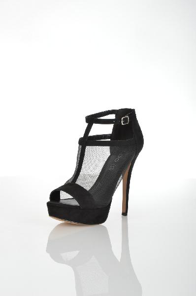 Босоножки AldoЖенская обувь<br>Эффектные женские босоножки черного цвета от Aldo. Верх модели выполнен из бархатистого текстильного материала и дополнен полупрозрачными сетчатыми вставками. Детали: внутренняя отделка модели из искусственной кожи, кожаная стелька, открытый носок, высокий обтянутый каблук и платформа, резиновая подошва.<br> <br> Материал верха текстиль<br> Внутренний материал искусственная кожа, искусственный материал<br> Материал стельки натуральная кожа<br> Материал подошвы резина<br> Высота каблука 12 см<br> Высота платформы 3 см<br> Высота 7 см<br> Цвет черный<br> Сезон Лето<br> Коллекция Весна-лето<br> Детали обуви прозрачность<br> Страна: Канада<br><br>Высота каблука: 12 см<br>Высота платформы: 3 см<br>Материал: Текстиль<br>Сезон: ЛЕТО<br>Коллекция: Весна-лето<br>Пол: Женский<br>Возраст: Взрослый<br>Цвет: Черный<br>Размер RU: 38
