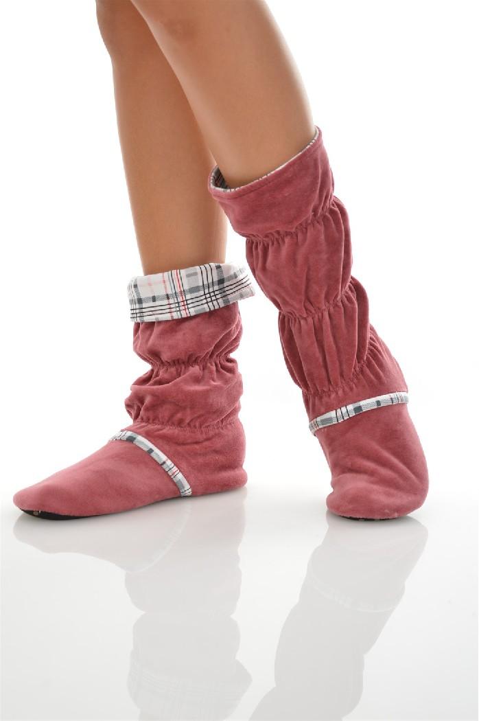 Сапожки домашние CLEOЖенская обувь<br>Цвет: розовый<br> Состав: хлопок 80%,полиэстер 20%<br> <br> Вид застежки: Без застежки<br> Материал подошвы обуви: полимер<br> Материал стельки: искусственный материал<br> Материал подкладки обуви: Флис<br> Вид каблука: без каблука<br> Форма мыска: круглый<br> Назначение обуви: для дома<br> Вид мыска: открытый<br> Сезон: демисезон<br> Пол: Женский<br> Страна бренда: Россия<br> Страна производитель: Россия<br><br>Высота платформы: 0.5 см<br>Материал: Хлопок<br>Сезон: МУЛЬТИ<br>Коллекция: Осень-зима<br>Пол: Женский<br>Возраст: Взрослый<br>Цвет: Розовый<br>Размер RU: 38/39
