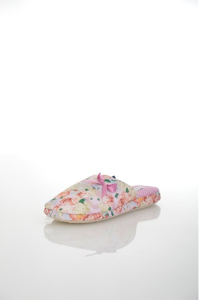 Тапочки De FonsecaЖенская обувь<br>Тапочки от De Fonseca выполнены из мягкого текстиля. Детали: текстильная стелька, декоративный бантик, плоская подошва.<br> <br> Тип каблука Без каблука<br> Цвет мультиколор<br> Сезон Мульти<br> Коллекция Весна-лето<br> Детали обуви бант<br> Материал верха текстиль<br> Внутренний материал текстиль<br> Материал стельки текстиль<br> Материал подошвы искусственный материал<br> <br> Страна: Италия<br><br>Материал: Текстиль<br>Сезон: МУЛЬТИ<br>Коллекция: Весна-лето<br>Пол: Женский<br>Возраст: Взрослый<br>Цвет: Разноцветный<br>Размер RU: 37