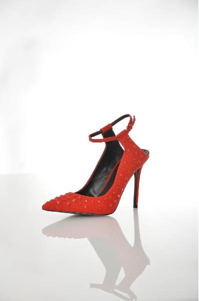 Туфли AldoЖенская обувь<br>Ультрамодные туфли-лодочки от Aldo выполнены из искусственного велюра красного цвета. Модель декорирована множеством крупных клепок в тон изделия. Детали: заостренный мыс, открытая пятка, регулирующий хлястик на ремешке, стелька из натуральной кожи, высокий каблук-шпилька.<br> <br> Материал верха искусственный велюр<br> Внутренний материал искусственная кожа<br> Материал стельки натуральная кожа<br> Материал подошвы искусственный материал<br> Высота каблука 11 см<br> Цвет красный<br> Сезон Мульти<br> Коллекция Осень-зима<br> Детали обуви клепки<br> Страна: Канада<br><br>Высота каблука: 11 см<br>Материал: Искусственный велюр<br>Сезон: МУЛЬТИ<br>Коллекция: Осень-зима<br>Пол: Женский<br>Возраст: Взрослый<br>Цвет: Красный<br>Размер RU: 38