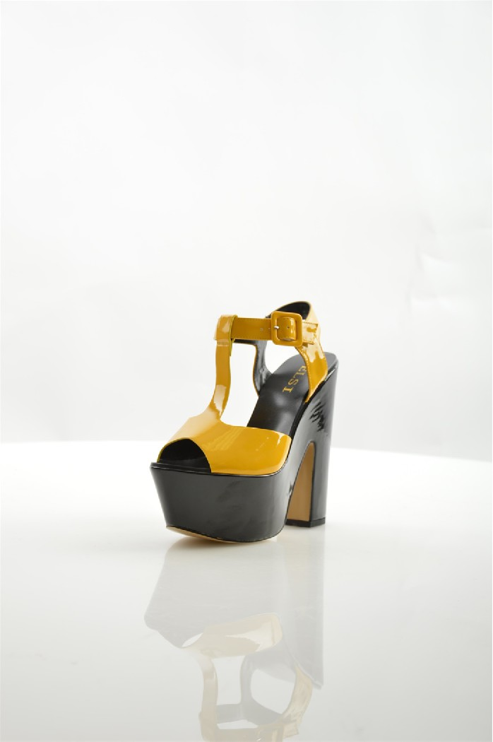 Босоножки ELSIЖенская обувь<br>Цвет: желтый<br> Материал верха: кожа искусственная лакированная<br> Материал подкладки: кожа искусственная<br> Материал стельки: кожа искусственная<br> Материал подошвы: искусственный материал, гладкая<br> Высота каблука: 15 см<br> Цвет и обтяжка каблука: черный, кожа искусственная лакированная<br> Местоположение логотипа: стелька<br> Уход за изделием: протирать губкой<br> <br> Страна: Италия<br><br>Высота каблука: 15 см<br>Материал: Искусственная кожа<br>Сезон: ЛЕТО<br>Коллекция: Весна-лето<br>Пол: Женский<br>Возраст: Взрослый<br>Цвет: Желтый<br>Размер RU: 38