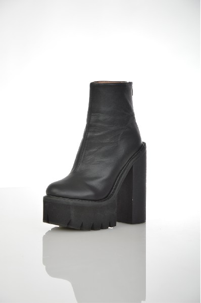 Ботинки JEFFREY CAMPBELLЖенская обувь<br>Состав: Кожа<br> <br> Детали: кожа, без аппликаций, одноцветное изделие, скругленный носок, рифлёная подошва, геометрический каблук<br> Высота голенища: 12 см<br> Объем голени: 30 см<br> Каблук: 16 см<br> Высота платформы: 6 см<br> <br> Страна: США<br><br>Высота каблука: 16 см<br>Высота платформы: 6 см<br>Объем голени: 30 см<br>Высота голенища / задника: 12 см<br>Материал: Натуральная кожа<br>Сезон: ВЕСНА/ОСЕНЬ<br>Коллекция: Осень-зима<br>Пол: Женский<br>Возраст: Взрослый<br>Цвет: Черный<br>Размер RU: 37