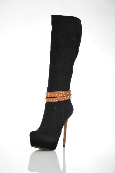 Сапоги VitacciЖенская обувь<br>Цвет: черный<br> Материал верха: велюр натуральный<br> Материал подкладки: байка<br> Материал стельки: байка<br> Материал подошвы: ТПУ, рифленая<br> Параметры изделия: для размера 37/37: высота платформы 3 см, ширина носка стельки 7,5 см, обхват голенища 36 см<br><br>Высота платформы: 3 см<br>Объем голени: 36 см<br>Материал: Натуральный велюр<br>Сезон: ВЕСНА/ОСЕНЬ<br>Коллекция: Осень-зима<br>Пол: Женский<br>Возраст: Взрослый<br>Цвет: Черный<br>Размер RU: 37