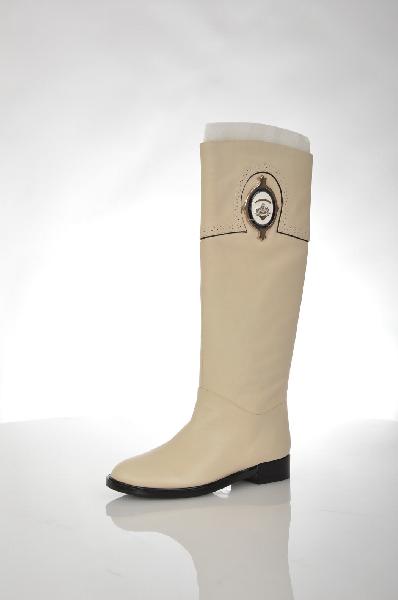 Сапоги VitacciЖенская обувь<br>Цвет: молочный<br> <br> Состав: натуральная кожа<br> <br> Стильные сапоги актуального дизайна. Модель выполнена из натуральной кожи однотонной расцветки. Отличный вариант на каждый день.<br> <br> Высота каблука Маленький, 3.0 см<br> Вид застежки Молния<br> Высота платформы Низкая, 1.0 см<br> Материал верха Кожа<br> Материал стельки Искусственный материал<br> Материал подошвы Искусственный материал<br> Форма мыска Закругленный мысок<br> Голенище Высота голенища, 39.5 см<br> Голенище Обхват голенища, 37.0 см<br> Материал подкладки Ворсин<br> Форма каблука Каблук-кирпичик<br> Особенность материала верха Матовый<br> Декоративные элементы Декоративные элементы<br> Сезон демисезон<br> Пол Женский<br> Страна Россия<br><br>Высота каблука: 3 см<br>Высота платформы: 1 см<br>Объем голени: 37 см<br>Высота голенища / задника: 39.5 см<br>Материал: Натуральная кожа<br>Сезон: ВЕСНА/ОСЕНЬ<br>Коллекция: Осень-зима<br>Пол: Женский<br>Возраст: Взрослый<br>Цвет: Розовый<br>Размер RU: 38