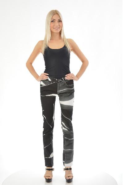 Джинсы InsideoutЖенская одежда<br>Цвет: черный<br> Состав: 100% хлопок<br> Особенности: изделие выполнено из тонкой джинсы-стрейч<br> Параметры изделия: Размер 44: Обхват пояса - 82; Длина внутреннего шва - 81; Обхват бедер - 96;<br> Уход за изделием: стирка при 40 С<br> Страна дизайна: Великобрита...<br><br>Материал: Хлопок<br>Сезон: МУЛЬТИ<br>Коллекция: (Справочник &quot;Номенклатура&quot; (Общие)): Весна-лето<br>Пол: Женский<br>Возраст: Взрослый<br>Модель: ПРЯМЫЕ<br>Цвет: Черный<br>Размер INT: M