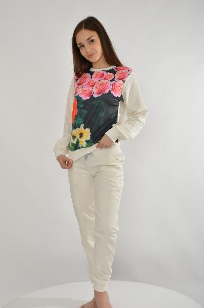 Костюм спортивный Grand StyleЖенская одежда<br>Спортивный костюм Grand Style состоит из свитшота и брюк, выполненных из мягкого хлопкового трикотажа белого цвета с махровой внутренней отделкой. Детали: свитшот прямого кроя, гладкая вставка спереди декорирована принтом розами, брюки зауженного кроя с к...<br><br>Материал: Хлопок<br>Сезон: МУЛЬТИ<br>Коллекция: (Справочник &quot;Номенклатура&quot; (Общие)): Весна-лето<br>Пол: Женский<br>Возраст: Взрослый<br>Цвет: Белый<br>Размер INT: XL