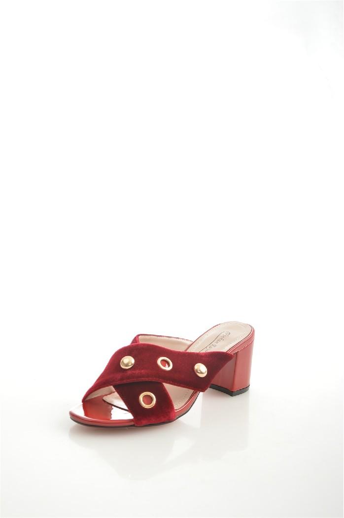 Сабо Vivian RoyalЖенская обувь<br>Материал верха: искусственный велюр<br> Внутренний материал: искусственная кожа<br> Материал подошвы: искусственный материал<br> Материал стельки: искусственная кожа<br> Высота каблука: 7 см<br> Сезон: лето<br> Цвет: бордовый<br> Детали обуви: клепки<br> Цвет фурнитуры: золотой<br> <br> Страна бренда: Россия<br> Страна производства: Китай<br><br>Высота каблука: 7 см<br>Материал: Искусственный велюр<br>Сезон: ЛЕТО<br>Коллекция: Весна-лето<br>Пол: Женский<br>Возраст: Взрослый<br>Цвет: Красный<br>Размер RU: 37