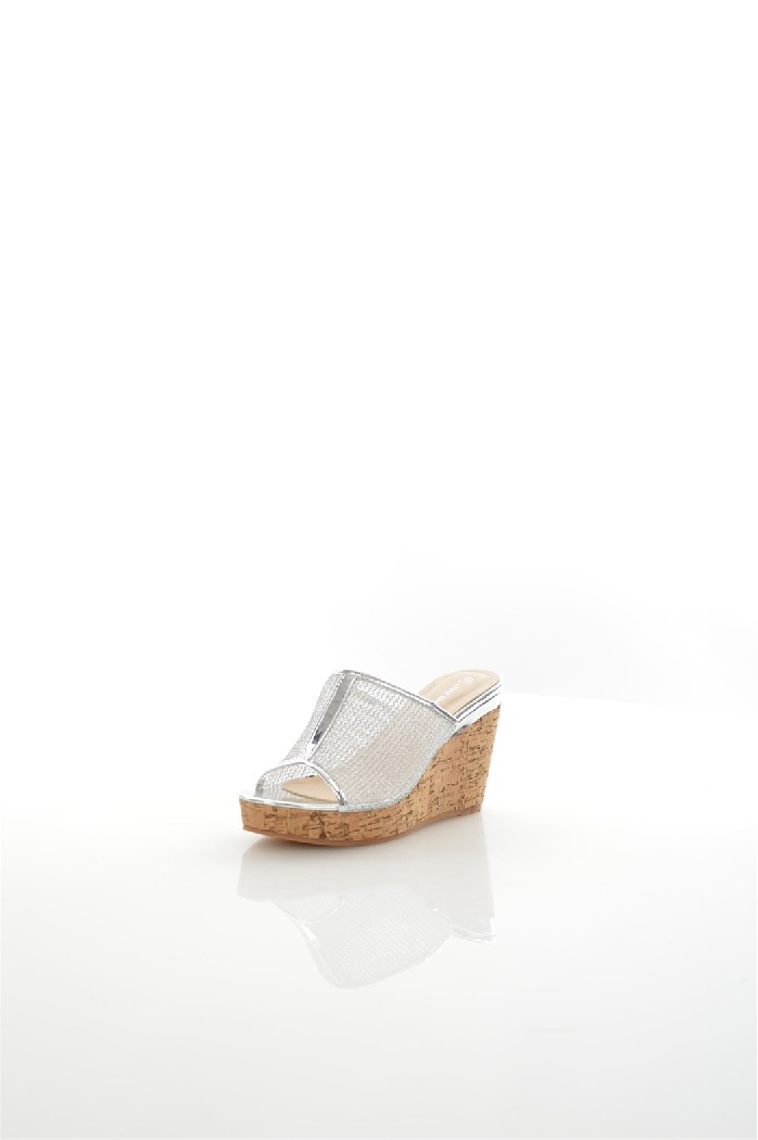 Сабо IdealЖенская обувь<br>Материал верха искусственная лаковая кожа, текстиль<br> Внутренний материал искусственная кожа, текстиль<br> Материал стельки искусственная кожа<br> Материал подошвы резина<br> Высота каблука 9 см<br> Высота платформы 2.5 см<br> Тип каблука Танкетка, Платформа<br> Застежка без застежки<br> Цвет серебряный<br> Сезон Лето<br> Стиль Повседневный<br> Коллекция Весна-лето<br> Детали обуви прозрачность, пробка<br> Узор Однотонный<br> Высота каблука Высокий<br> Страна: Россия<br><br>Высота каблука: 9 см<br>Высота платформы: 2.5 см<br>Материал: Искусственная кожа<br>Сезон: ЛЕТО<br>Коллекция: Весна-лето<br>Пол: Женский<br>Возраст: Взрослый<br>Цвет: Серый<br>Размер RU: 38