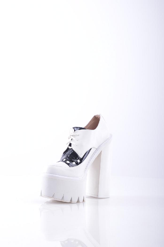 Ботильоны JEFFREY CAMPBELLЖенская обувь<br>Описание: Эффект лакировки, без аппликаций, двухцветный узор, скругленный носок, резиновая подошва, квадратный каблук.<br><br> Высота каблука: 15.5 см<br><br><br> Высота платформы: 5 см<br><br><br> Страна: США<br><br>Высота каблука: 15.5 см<br>Высота платформы: 5 см<br>Материал: Натуральная кожа<br>Сезон: ВЕСНА/ОСЕНЬ<br>Коллекция: Весна-лето<br>Пол: Женский<br>Возраст: Взрослый<br>Цвет: Белый<br>Размер RU: 38