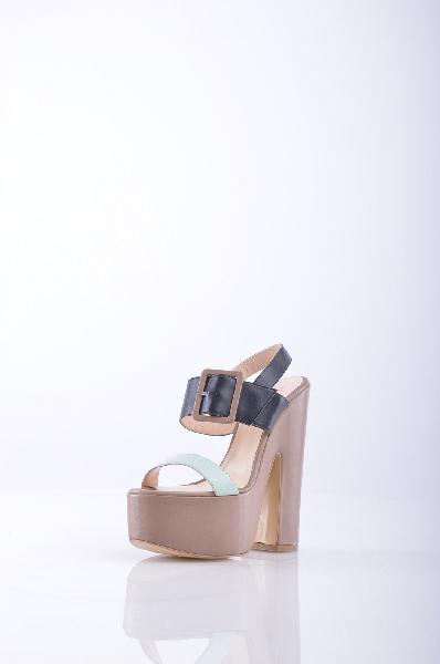 DANIELLE СандалииЖенская обувь<br>Описание: двухцветный узор, боковая пряжка, скругленный носок, без аппликаций, резиновая подошва, квадратный каблук.<br> Материал: Натуральная кожа<br> Высота каблука: 16 см.<br> Высота платформы: 6 см.<br> Страна: Италия<br><br>Высота каблука: 16 см<br>Высота платформы: 6 см<br>Материал: Натуральная кожа<br>Сезон: ЛЕТО<br>Коллекция: Весна-лето<br>Пол: Женский<br>Возраст: Взрослый<br>Цвет: Разноцветный<br>Размер RU: 37
