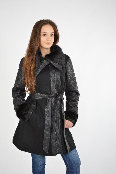 Пальто MorganЖенская одежда<br>Пальто Morgan выполнено из драпового полушерстяного материала черного цвета, стеганые рукава с полимерным покрытием коричневого цвета. Детали: приталенный крой, застежка на молнию, отложной воротник и манжеты с оторочкой из пушистого искусственного меха, два боковых кармана, пояс в комплекте.<br> <br> Состав 60% - Шерсть, 30% - Полиэстер, 10% - Вискоза<br> Цвет черный<br> Сезон Демисезон<br> Коллекция Осень-зима<br> Страна: Франция<br><br>Материал: Шерсть<br>Сезон: ВЕСНА/ОСЕНЬ<br>Коллекция: Осень-зима<br>Пол: Женский<br>Возраст: Взрослый<br>Цвет: Черный<br>Размер INT: S