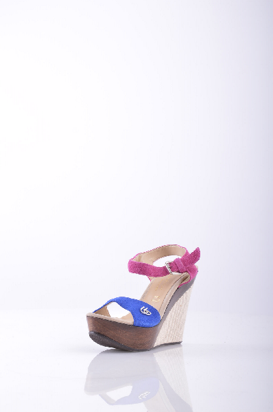 BLU BYBLOS сандалииЖенская обувь<br>Рафия, замша, логотип, двухцветный узор, пряжка, скругленный носок, резиновая подошва с тиснением, обтянутый каблук.<br>Высота каблука: 11 см.<br>Высота платформы: 4 см<br>Страна: Франция<br><br>Высота каблука: 11 см<br>Высота платформы: 4 см<br>Материал: Натуральная кожа<br>Сезон: ЛЕТО<br>Коллекция: Весна-лето<br>Пол: Женский<br>Возраст: Взрослый<br>Цвет: Разноцветный<br>Размер RU: 37