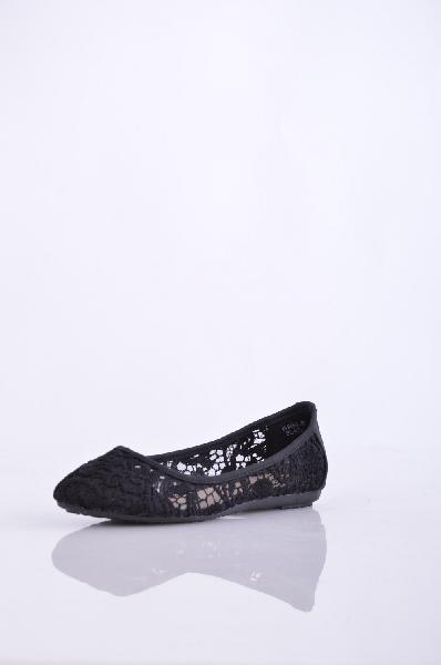 Балетки IdealЖенская обувь<br>Элегантные кружевные балетки Ideal черного цвета, стелька - из искусственной кожи. <br> <br> Детали: уплотненный мыс и пятка, плоская подошва. <br> <br> Материал верха: текстиль <br> Материал стельки: искусственная кожа<br> Материал подошвы: резина <br> <br>Страна: Россия<br><br>Высота каблука: Без каблука<br>Материал: Текстиль<br>Сезон: ЛЕТО<br>Коллекция: Весна-лето<br>Пол: Женский<br>Возраст: Взрослый<br>Цвет: Черный<br>Размер RU: 38