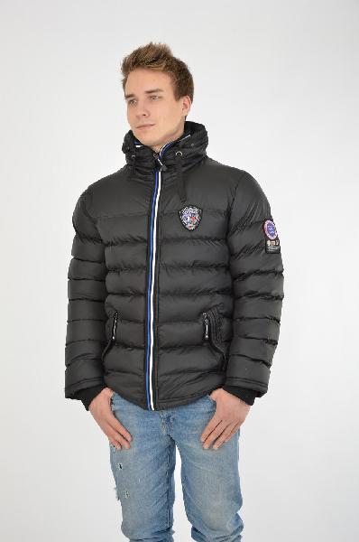 Куртка утепленная Extreme LandКуртки<br>Стеганая куртка Extreme Land черного цвета. Модель выполнена из гладкого на ощупь материала, утеплитель - синтепон. Детали: прямой фасон, застежка на молнию, объемный воротник-стойка со скрытым капюшоном внутри, два боковых кармана на молниях, один внутренний карман на молнии, трикотажные манжеты рукавов.<br> <br> Длина рукава: 68 см<br> Цвет: черный<br> Сезон: Демисезон<br> Коллекция: Осень-зима<br> Состав: Полиэстер - 100%<br> Материал подкладки: Полиэстер - 100%<br> Утеплитель: Полиэстер - 100%<br> Длина: 74 см<br><br>Материал: Полиэстер<br>Сезон: ВЕСНА/ОСЕНЬ<br>Коллекция: Осень-зима<br>Пол: Мужской<br>Возраст: Взрослый<br>Цвет: Черный<br>Размер INT: M/L