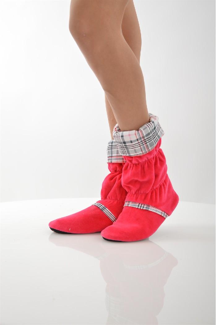 Сапожки домашние CLEOЖенская обувь<br>Цвет: малиновый<br> Состав: хлопок 80%,полиэстер 20%<br> <br> Вид застежки: Завязки; Без застежки<br> Фактура материала: ворсистый<br> Материал подошвы обуви: полимер<br> Материал стельки: искусственный материал<br> Материал подкладки обуви: Флис<br> Вид каблука: без каблука<br> Форма мыска: круглый<br> Габариты предметов: высота платформы; высота подошвы: 0.5 см;<br> Назначение обуви: для дома<br> Вид мыска: открытый; закрытый<br> Сезон: демисезон<br> Пол: Женский<br> Страна бренда: Россия<br> Страна производитель: Россия<br><br>Высота платформы: 0.5 см<br>Материал: Хлопок<br>Сезон: МУЛЬТИ<br>Коллекция: Осень-зима<br>Пол: Женский<br>Возраст: Взрослый<br>Цвет: Красный<br>Размер RU: 36/37