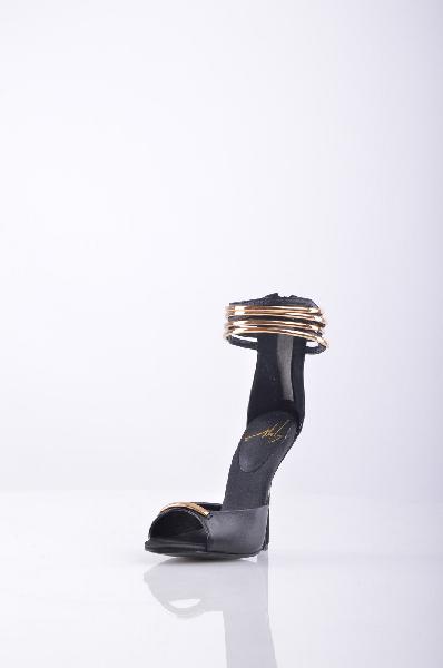 БосоножкиЖенская обувь<br>Описание: Стильные босоножки от GIUSEPPE ZANOTTI<br><br> Материал подкладки: натуральная кожа<br><br><br> Материал: замша<br><br><br><br> Высота каблука: 12 см.<br><br><br> Высота платформы: 1.5 см. <br><br> Страна: Италия<br><br>Высота каблука: 12 см<br>Высота платформы: 1.5 см<br>Материал: Натуральная кожа<br>Сезон: ЛЕТО<br>Коллекция: (Справочник &quot;Номенклатура&quot; (Общие)): Весна-лето<br>Пол: Женский<br>Возраст: Взрослый<br>Цвет: Черный<br>Размер RU: 37