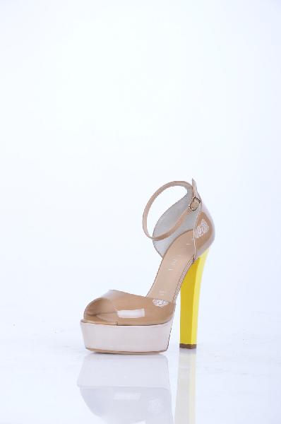 Туфли VICINIЖенская обувь<br>Описание: Эффект лакировки, без аппликаций, одноцветное изделие, ремешок на щиколотке, скругленный носок, подошва из кожи и резины, обтянутый каблук.<br> <br> Высота каблука: 14 см<br> <br> Высота платформы: 3.8 см<br> <br> Страна: Италия<br><br>Высота каблука: 14 см<br>Высота платформы: 3.8 см<br>Материал: Натуральная кожа<br>Сезон: ЛЕТО<br>Коллекция: Весна-лето<br>Пол: Женский<br>Возраст: Взрослый<br>Цвет: Желтый<br>Размер RU: 37