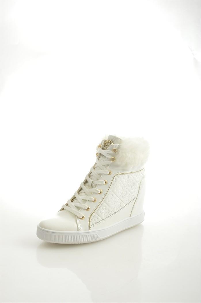 Кеды GUESSЖенская обувь<br>Цвет: белый<br> Состав: поливинил 100%<br> <br> Вид застежки: Шнуровка<br> Материал подкладки обуви: Текстиль<br> Габариты предмета (см): высота каблука: 8 см; высота платформы: 8 см<br> Материал подошвы обуви: резина<br> Материал стельки: текстиль<br> Вид мыска: закрытый<br> Сезон: демисезон<br> <br> Страна бренда: Соединенные Штаты<br> Страна производитель: Индонезия<br><br>Высота каблука: 8 см<br>Высота платформы: 8 см<br>Материал: Поливинилхлорид<br>Сезон: ВЕСНА/ОСЕНЬ<br>Коллекция: Весна-лето<br>Пол: Женский<br>Возраст: Взрослый<br>Цвет: Белый<br>Размер RU: 38