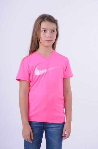 Футболка спортивная NikeОдежда для девочек<br>Яркая спортивная футболка Nike выполнена из дышащей ткани Dri-Fit. Благодаря данной технологии при занятиях спортом поддерживается оптимальная температура тела, излишняя влага отводится на поверхность для быстрого испарения. Легкий высокотехнологичный материал обеспечивает сухость и комфорт. Детали: прямой крой, v-образный вырез, короткий рукав.<br> <br> Состав Полиэстер - 100%<br> Технологии Dri-Fit<br> Длина 54 см<br> Длина рукава 13 см<br> Цвет розовый<br> Сезон Мульти<br> Коллекция Весна-лето<br> Детали одежды неон<br> Страна: Германия<br><br>Материал: Полиэстер<br>Сезон: МУЛЬТИ<br>Коллекция: Весна-лето<br>Пол: Женский<br>Возраст: Детский<br>Цвет: Розовый<br>Размер INT: M
