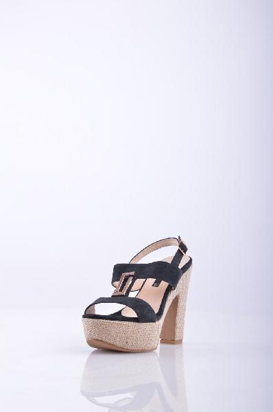 Босоножки, AlbanoЖенская обувь<br>Великолепные босоножки, верх которых выполнен из однотонного материала. Модель на высоком устойчивом каблуке. Отличный вариант для женского гардероба. Материал стельки - Искусственный материал. Материал подошвы - Искусственный материал. Материал подкладки - Искусственный материал.<br>Высота каблука: 13 см.<br>Высота платформы: 4.5 см<br>Страна: Италия<br><br>Высота каблука: 13 см<br>Высота платформы: 4.5 см<br>Материал: Искусственная замша<br>Сезон: ЛЕТО<br>Коллекция: Весна-лето<br>Пол: Женский<br>Возраст: Взрослый<br>Цвет: Черный<br>Размер RU: 38
