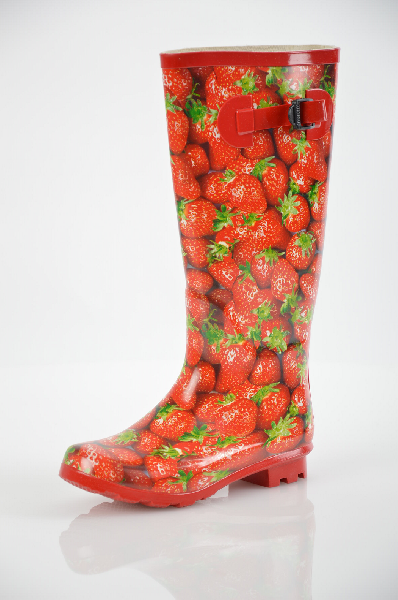 Сапоги VitacciСапоги, Полусапожки<br>Цвет: красный<br> <br> Состав: резина<br> <br> Прекрасные резиновые сапоги яркой расцветки. Удобная и комфортная модель на небольшом каблуке. Текстильная подкладка для большего комфорта. Отличный демисезонный вариант.<br> <br> Высота каблука Маленький, 3.0 см<br> Матер...<br><br>Высота каблука: 3 см<br>Высота платформы: 1.2 см<br>Объем голени: 37 см<br>Высота голенища / задника: 34 см<br>Материал: Резина<br>Сезон: ВЕСНА/ОСЕНЬ<br>Коллекция: (Справочник &quot;Номенклатура&quot; (Общие)): Весна-лето<br>Пол: Женский<br>Возраст: Взрослый<br>Цвет: Красный<br>Размер RU: 36