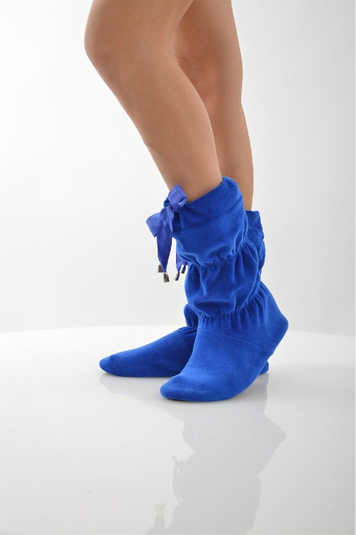 Сапожки домашние CLEOЖенская обувь<br>Цвет: синий<br> Состав: хлопок 80%,полиэстер 20%<br> <br> Вид застежки: Завязки; Без застежки<br> Фактура материала: ворсистый<br> Материал подошвы обуви: полимер<br> Материал стельки: искусственный материал<br> Материал подкладки обуви: Флис<br> Вид каблука: без каблука<br> Форма мыска: круглый<br> Габариты предметов: высота платформы; высота подошвы: 0.5 см<br> Назначение обуви: для дома<br> Вид мыска: открытый; закрытый<br> Полнота обуви (EUR): D (4)<br> Сезон: демисезон<br> Пол: Женский<br> Страна бренда: Россия<br> Страна производитель: Россия<br><br>Высота платформы: 0.5 см<br>Материал: Хлопок<br>Сезон: МУЛЬТИ<br>Коллекция: Осень-зима<br>Пол: Женский<br>Возраст: Взрослый<br>Цвет: Синий<br>Размер RU: 38/39
