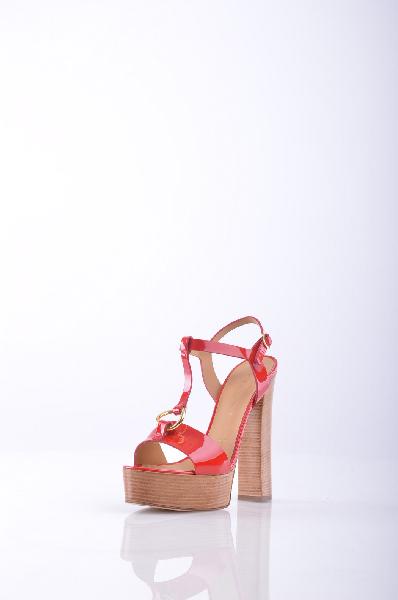 Босоножки VICINIЖенская обувь<br>Описание: Эффект лакировки, аппликации из металла, одноцветное изделие, пряжка, скругленный носок, кожаная подошва, деревянный каблук. <br><br> <br> Высота каблука: 15 см <br><br><br> Высота платформы: 4 см <br><br><br> Страна: Италия<br><br>Высота каблука: 15 см<br>Высота платформы: 4 см<br>Материал: Натуральная кожа<br>Сезон: ЛЕТО<br>Коллекция: Весна-лето<br>Пол: Женский<br>Возраст: Взрослый<br>Цвет: Красный<br>Размер RU: 38