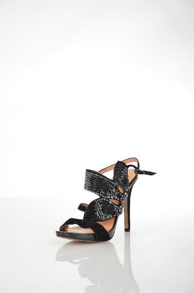Босоножки VitacciЖенская обувь<br>Цвет: черный<br> <br> Состав: натуральный велюр<br> <br> Привлекательные босоножки на устойчивом каблуке. Модель выполнена из качественного материала эффектной расцветки. Изделие подчеркнет Вашу индивидуальность и обворожительный вкус обладательницы. Отличный вариант на каждый день для современных женщин. Подкладка: натуральная кожа.<br> <br> Материал верха Велюр<br> Высота каблука Высокий, 11.5 см<br> Высота платформы Низкая, 1.0 см<br> Материал подошвы Искусственный материал<br> Материал подкладки Кожа<br> Сезон лето<br> Пол Женский<br> Страна Россия<br><br>Высота каблука: 11.5 см<br>Высота платформы: 1 см<br>Материал: Натуральный велюр<br>Сезон: ЛЕТО<br>Коллекция: Весна-лето<br>Пол: Женский<br>Возраст: Взрослый<br>Цвет: Черный<br>Размер RU: 38