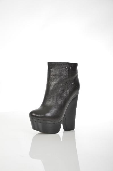 Ботильоны Paolo ConteЖенская обувь<br>Цвет: черный<br> Материал верха: кожа натуральная<br> Материал подкладки: мех натуральный<br> Материал стельки: мех натуральный<br> Материал подошвы: искусственный материал, гладкая<br> Параметры изделия: для размера 38/38: толщина платформы 4,5 см, ширина носка стельки 7,8 см<br> Высота голенища: 9,5 см<br> Высота каблука: 15,5 см<br> Цвет и обтяжка каблука: черный, не обтянут<br> Местоположение логотипа: стелька, подошва<br>Страна: Италия - Россия<br><br>Высота каблука: 15.5 см<br>Высота платформы: 4.5 см<br>Высота голенища / задника: 9.5 см<br>Материал: Натуральная кожа<br>Сезон: ВЕСНА/ОСЕНЬ<br>Коллекция: Осень-зима<br>Пол: Женский<br>Возраст: Взрослый<br>Цвет: Черный<br>Размер RU: 38