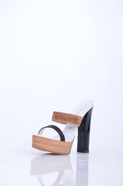 Сабо VICINIЖенская обувь<br>Описание: Без аппликаций, двухцветный узор, скругленный носок, подошва из кожи и резины, обтянутый каблук.<br> <br> Высота каблука: 14 см<br> <br> Высота платформы: 4 см<br> <br> Страна: Италия<br><br>Высота каблука: 14 см<br>Высота платформы: 4 см<br>Материал: Натуральная кожа<br>Сезон: ЛЕТО<br>Коллекция: Весна-лето<br>Пол: Женский<br>Возраст: Взрослый<br>Цвет: Разноцветный<br>Размер RU: 37.5