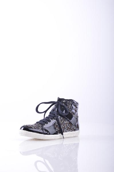 Высокие кеды AXARA PARISЖенская обувь<br>Материал: эффект лакировки, аппликации из металла, одноцветное изделие, застежка-липучка, скругленный носок, резиновая подошва, без каблука <br><br>Страна: Франция<br><br>Материал: Натуральная кожа<br>Сезон: МУЛЬТИ<br>Коллекция: Весна-лето<br>Пол: Женский<br>Возраст: Взрослый<br>Цвет: Черный<br>Размер RU: 37