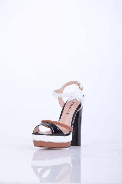 Босоножки, VitacciЖенская обувь<br>Описание: Эффектные босоножки выполнены из натуральной кожи, фиксируются на щиколотке застежкой на пряжку. Высокий каблук частично компенсируется платформой. Такая обувь подчеркнет Вашу индивидуальность и безупречный вкус. Идеальное сочетание качества и внешнего вида!<br>Высота каблука: 13.5 см.<br>Высота платформы: 3.5 см<br>Страна: Россия<br><br>Высота каблука: 13.5 см<br>Высота платформы: 3.5 см<br>Материал: Натуральная кожа<br>Сезон: ЛЕТО<br>Коллекция: Весна-лето<br>Пол: Женский<br>Возраст: Взрослый<br>Цвет: Разноцветный<br>Размер RU: 37