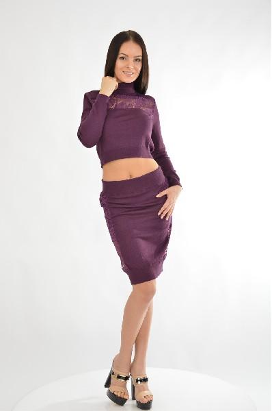 Комплект QED LondonЖенская одежда<br>Комплект QED London состоящий из юбки и водолазки, выполнен из стрейчевого трикотажа.<br> <br> Длина рукава: 60 см<br> Цвет: фиолетовый<br> Сезон: Демисезон, Зима<br> Коллекция: Осень-зима<br> Детали одежды: кружевной кант/отделка<br> Состав: Акрил - 80%, Нейлон - 20%<br> Длина: 56 см<br><br> Страна: Великобритания<br><br>Материал: Акрил<br>Сезон: ВЕСНА/ОСЕНЬ<br>Коллекция: Осень-зима<br>Пол: Женский<br>Возраст: Взрослый<br>Цвет: Фиолетовый<br>Размер INT: M