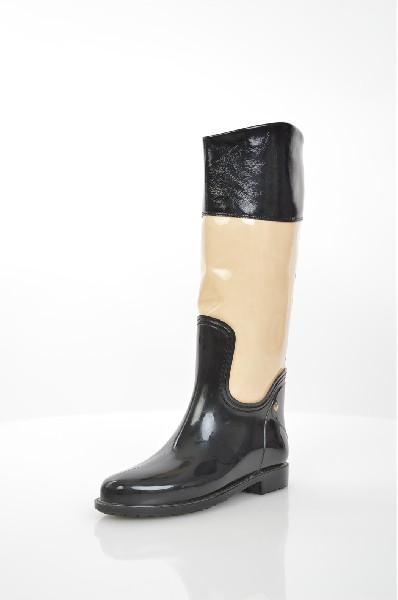 Резиновые сапоги Lady LitaЖенская обувь<br>Описание: Замечательные резиновые сапоги, которые отлично защитят Ваши ноги от промокания. Изделие с закругленной формой мыска. Галоша выполнена из резины, голенище снаружи и изнутри из искусственной кожи.<br> <br> Цвет: черный, молочный<br> Состав: искусственная кожа, ПВХ<br> <br> Материал верха: Резина; Искусственная кожа<br> Высота каблука 2,5 см.<br> Высота платформы: Низкая: 1 см<br> Материал подкладки обуви: Искусственная кожа<br> Форма мыска: Закругленный мысок<br> Голенище: Высота голенища: 35 см; Обхват голенища: 37 см<br> Назначение обуви: офис<br> Сезон: демисезон<br> Пол: Женский<br> Страна бренда: Россия<br> Страна производитель: Россия<br><br>Высота каблука: 2.5 см<br>Высота платформы: 1 см<br>Объем голени: 37 см<br>Высота голенища / задника: 34 см<br>Материал: Искусственная кожа<br>Сезон: ВЕСНА/ОСЕНЬ<br>Коллекция: Весна-лето<br>Пол: Женский<br>Возраст: Взрослый<br>Цвет: Черный<br>Размер RU: 37