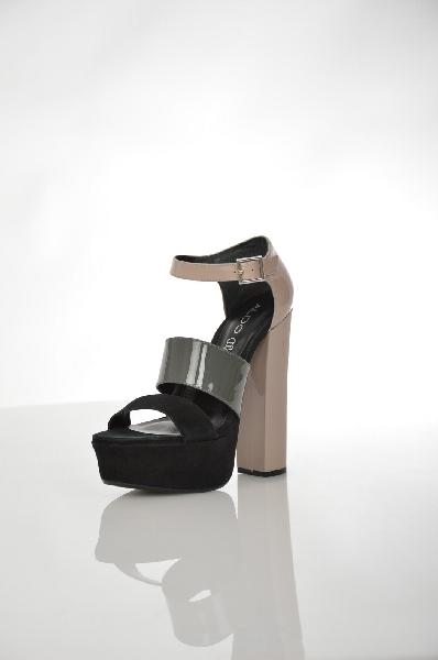 Босоножки AldoЖенская обувь<br>Эффектные босоножки от Aldo. Верх модели выполнен из сочетания натуральной лаковой кожи и бархатистого велюра. Детали: внутренняя отделка из искусственной кожи, кожаная стелька, застежка на ремешок вокруг лодыжки, серебристая пряжка, высокий обтянутый каблук и платформа.<br> <br> Материал верха натуральная лаковая кожа, натуральный велюр<br> Внутренний материал искусственная кожа<br> Материал стельки натуральная кожа<br> Материал подошвы резина<br> Высота каблука 14 см<br> Высота платформы 4 см<br> Высота 6 см<br> Цвет бежевый, серый, черный<br> Страна Канада<br> Сезон Лето<br> Коллекция Весна-лето<br> Детали обуви кожаные вставки, лакированные<br><br>Высота каблука: 14 см<br>Высота платформы: 4 см<br>Материал: Натуральная кожа<br>Сезон: ЛЕТО<br>Коллекция: Весна-лето<br>Пол: Женский<br>Возраст: Взрослый<br>Цвет: Разноцветный<br>Размер RU: 38