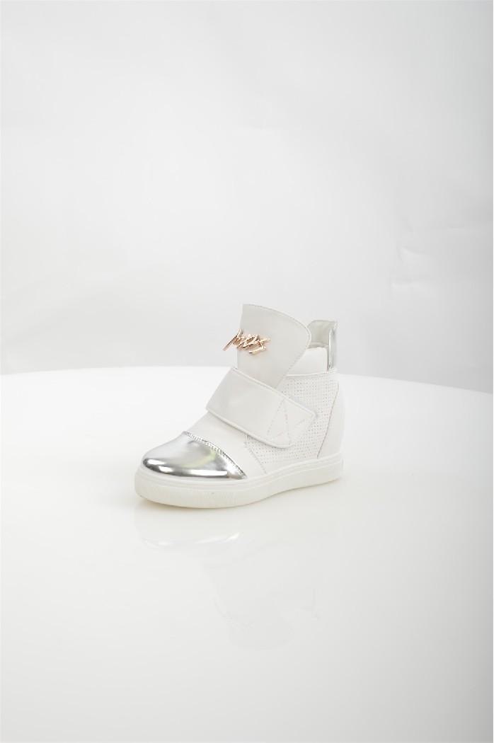 Сникеры TrastaЖенская обувь<br>Цвет: белый<br> Состав: искусственный материал 100%<br> <br> Фактура материала: гладкий<br> Материал подкладки обуви: Искусственный материал<br> Габариты предмета (см): высота подошвы: 1 см; высота платформы: 1 см<br> Материал подошвы обуви: искусственный материал<br> Материал стельки: искусственный материал<br> Сезон: демисезон<br> <br> Страна бренда: Россия<br> Страна производитель: Россия<br><br>Высота каблука: 7 см<br>Высота платформы: 1 см<br>Материал: Искусственная кожа<br>Сезон: ВЕСНА/ОСЕНЬ<br>Коллекция: Весна-лето<br>Пол: Женский<br>Возраст: Взрослый<br>Цвет: Белый<br>Размер RU: 37