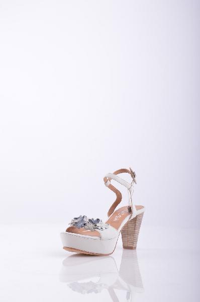 PEPEROSA СандалииЖенская обувь<br>Описание: без аппликаций, одноцветное изделие, пряжка, скругленный носок, кожаная подошва.<br>Высота каблука: 8.5 см.<br>Высота платформы: 3.5 см<br>Страна: Италия<br><br>Высота каблука: 8.5 см<br>Высота платформы: 3.5 см<br>Материал: Натуральная кожа<br>Сезон: ЛЕТО<br>Коллекция: Весна-лето<br>Пол: Женский<br>Возраст: Взрослый<br>Цвет: Белый<br>Размер RU: 37