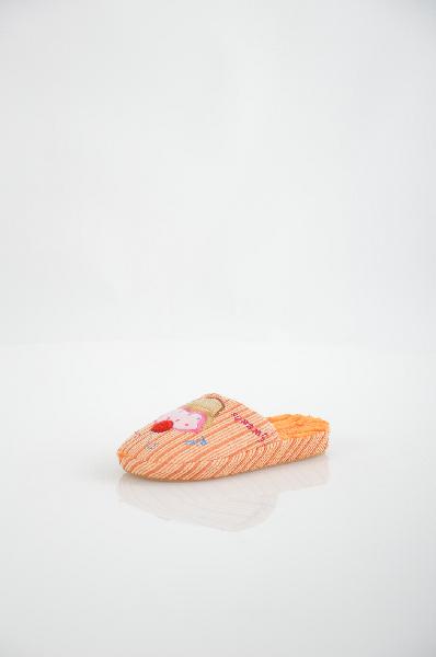 Тапочки Home storyОбувь для девочек<br>Цвет: оранжевый<br> <br> Состав: текстиль<br> <br> Превосходные удобные тапочки в оригинальном забавном оформлении обеспечат ногам мягкость и комфорт. Материал стельки: текстиль. Материал подошвы: полимер.<br> Высота каблука Без каблука<br> Высота платформы Низкая, 2.0 см<br> Материал верха Текстиль<br> Материал подкладки Текстиль<br> Сезон круглогодичный<br> Пол Детский<br> Страна бренда Россия<br> Страна производитель Россия<br><br>Высота каблука: Без каблука<br>Высота платформы: 2 см<br>Материал: Текстиль<br>Сезон: МУЛЬТИ<br>Коллекция: Весна-лето<br>Пол: Женский<br>Возраст: Детский<br>Цвет: Оранжевый<br>Размер RU: 30