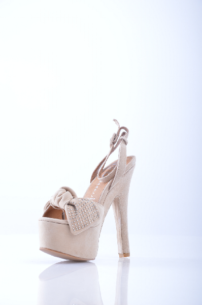 Сандалии JEFFREY CAMPBELLЖенская обувь<br>Материал: Замша, аппликации из металла, бант, одноцветное изделие, ремешок на щиколотке, скругленный носок, резиновая подошва, обтянутый каблук.<br> Высота каблука: 17 см.<br> Высота платформы: 5.5 см<br>Страна: США<br><br>Высота каблука: 17 см<br>Высота платформы: 5.5 см<br>Материал: Натуральная кожа<br>Сезон: ЛЕТО<br>Коллекция: Весна-лето<br>Пол: Женский<br>Возраст: Взрослый<br>Цвет: Бежевый<br>Размер RU: 38