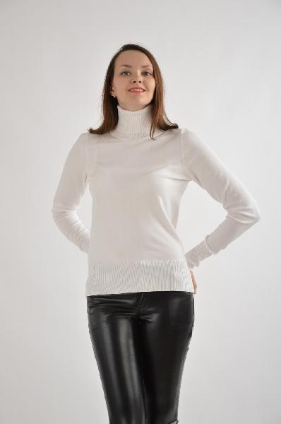 Водолазка Concept ClubЖенская одежда<br>Водолазка Concept Club выполнена из стрейчевого вискозного трикотажа белого цвета. <br><br>Детали: прилегающий силуэт, воротник под горло, окантовка в рубчик. <br><br>Состав: Вискоза - 80%, Нейлон - 20% <br>Длина по спинке: 61 см <br>Длина рукава: 64 см <br>Страна: Россия<br><br>Материал: Вискоза<br>Сезон: МУЛЬТИ<br>Коллекция: Весна-лето<br>Пол: Женский<br>Возраст: Взрослый<br>Цвет: Белый<br>Размер INT: S