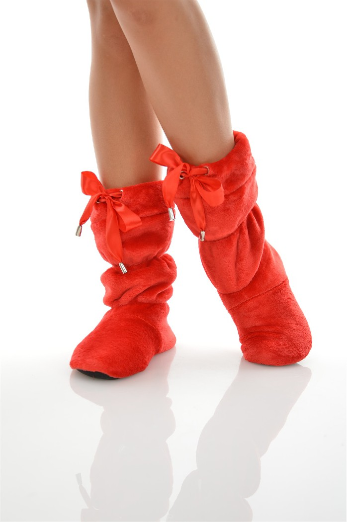 Сапожки домашние CLEOЖенская обувь<br>Цвет: красный<br> Состав: полиэстер 100%<br> <br> Вид застежки: Завязки<br> Фактура материала: Ворсистый<br> Материал подошвы обуви: полимер<br> Материал стельки: искусственный материал<br> Материал подкладки обуви: Флис<br> Вид каблука: без каблука<br> Форма мыска: круглый<br> Назначение обуви: для дома<br> Габариты предметов: Высота подошвы: 0.5 см;<br> Вид мыска: закрытый<br> Сезон: демисезон<br> Пол: Женский<br> Страна бренда: Россия<br> Страна производитель: Россия<br><br>Высота платформы: 0.5 см<br>Материал: Полиэстер<br>Сезон: МУЛЬТИ<br>Коллекция: Осень-зима<br>Пол: Женский<br>Возраст: Взрослый<br>Цвет: Красный<br>Размер RU: 36/37