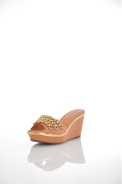 Сабо JUST COUTUREЖенская обувь<br>Цвет: бежевый, золотистый<br> Состав: натуральная кожа, натуральный нубук<br> <br> Для размера: 37 - Длина стопы: 24.5 см<br> Для размера: 38 - Длина стопы: 25.5-25.9 см<br> <br> Фактура материала: Кожаный<br> Материал подошвы: Резина<br> По назначению: Ходьба<br> Вид застежки: Без застежки<br> Высота каблука: Высота: 7 см<br> Материал подкладки: натуральная кожа<br> Материал стельки: натуральная кожа<br> Вид обуви: высокие<br> Вид каблука: танкетка<br> Вид мыска: круглый<br> Сезон: лето<br> Пол: Женский<br> Страна: Италия<br><br>Высота каблука: 7 см<br>Материал: Натуральная кожа<br>Сезон: ЛЕТО<br>Коллекция: Весна-лето<br>Пол: Женский<br>Возраст: Взрослый<br>Цвет: Бежевый<br>Размер RU: 38