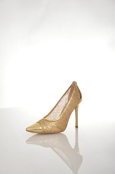 Туфли GUESSЖенская обувь<br>Цвет: Бежевый<br> Состав: Текстильное волокно, Кожа<br> Детали: эффект ламинирования, без аппликаций, одноцветное изделие, техническая ткань, узкий носок, резиновая подошва, шпилька, обтянутый каблук<br> Высота каблука: 11 см<br> Страна: США<br><br>Материал: Текстильное волокно<br>Сезон: ЛЕТО<br>Коллекция: (Справочник &quot;Номенклатура&quot; (Общие)): Весна-лето<br>Пол: Женский<br>Возраст: Взрослый<br>Цвет: Бежевый<br>Размер RU: 38